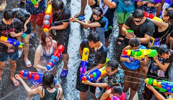 Chờ đợi suốt 2 năm, năm nay Tết té nước Songkran ở Thái Lan được phép tổ chức ảnh 1