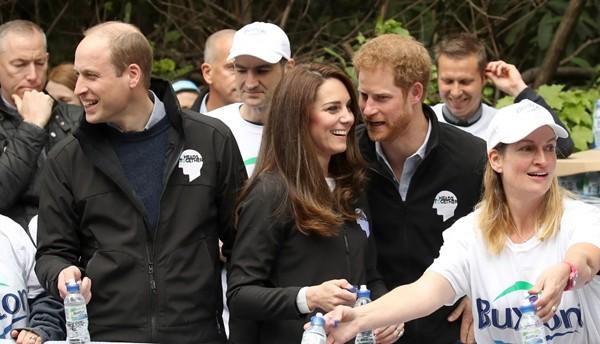 Có phải tình bạn thân giữa Công nương Kate và Harry đã gây ra vết rạn giữa Meghan và Kate? ảnh 6