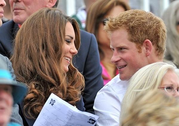 Có phải tình bạn thân giữa Công nương Kate và Harry đã gây ra vết rạn giữa Meghan và Kate? ảnh 2