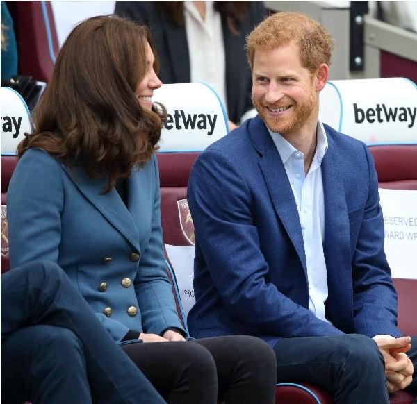 Có phải tình bạn thân giữa Công nương Kate và Harry đã gây ra vết rạn giữa Meghan và Kate? ảnh 5
