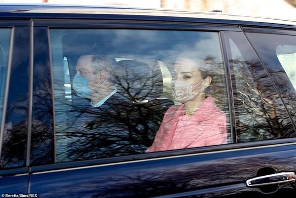 Hoàng gia đáp trả: William và Kate xuất hiện, nói gì về những cáo buộc của Meghan - Harry? ảnh 2