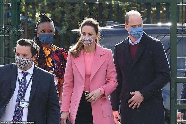 Hoàng gia đáp trả: William và Kate xuất hiện, nói gì về những cáo buộc của Meghan - Harry? ảnh 1