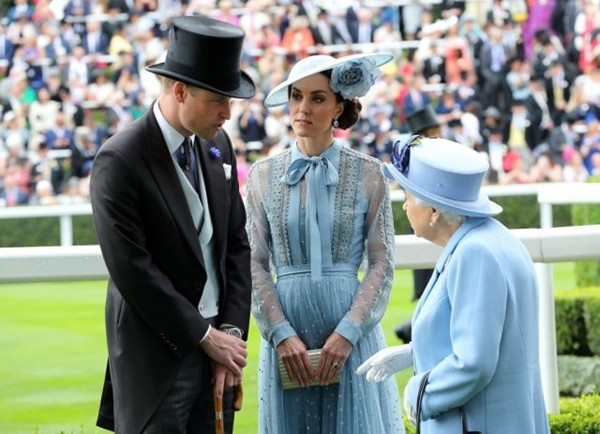 Bảng xếp hạng tỷ lệ ủng hộ Hoàng gia Anh sau scandal: Meghan - Harry lập kỷ lục gì? ảnh 2