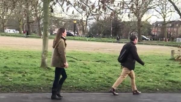 Công nương Kate bất ngờ xuất hiện một mình, nhưng vì sao không ai hỏi cô về chuyện Meghan? ảnh 5