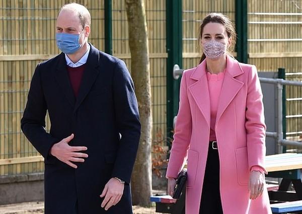 """William - Kate có động thái đầy ẩn ý: Gửi thư cho cậu bé tên là Harry, với chi tiết """"lạ"""" ảnh 3"""