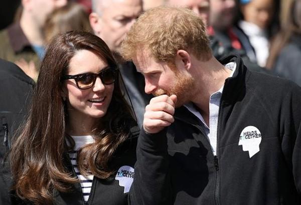 Hoàng tử Harry có nickname ngọt ngào để gọi chị dâu Kate, liệu có khiến Meghan không vui? ảnh 3