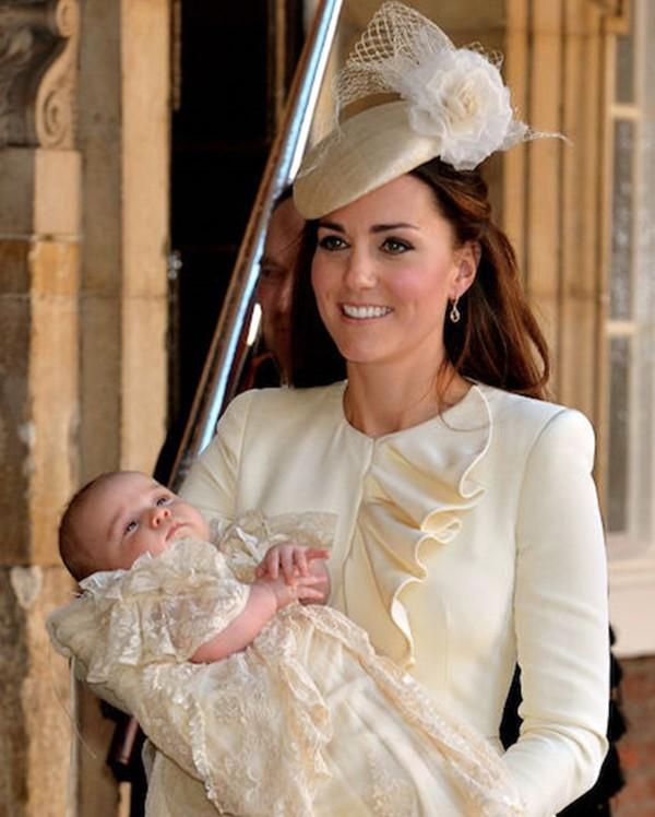 """""""Biệt tài"""" của Công nương Kate Middleton: Thể hiện thông điệp qua những đôi khuyên tai ảnh 5"""