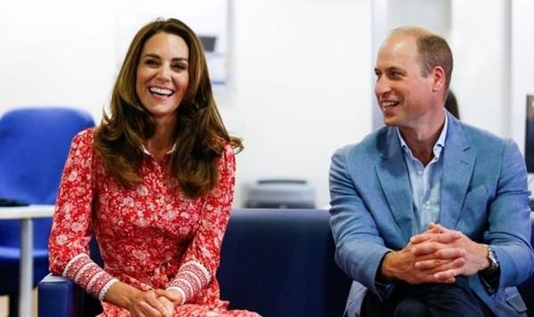 Meghan được so sánh với Công nương Diana nhưng Kate Middleton lại là người giống Nữ hoàng ảnh 2
