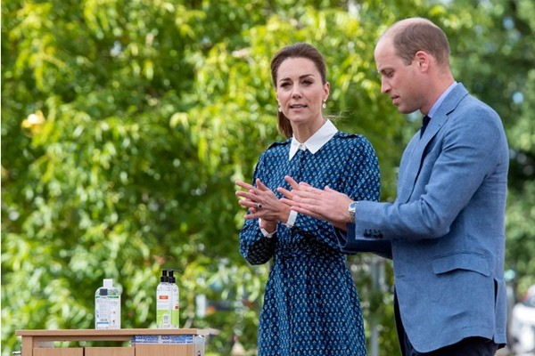Meghan được so sánh với Công nương Diana nhưng Kate Middleton lại là người giống Nữ hoàng ảnh 3