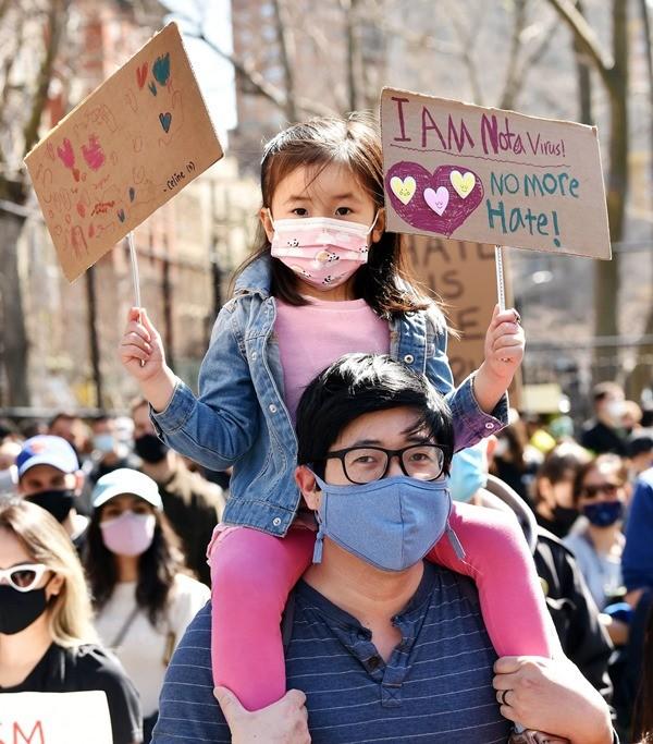 7 bức ảnh xúc động trong làn sóng chống thù ghét người châu Á đang diễn ra ở Mỹ ảnh 8