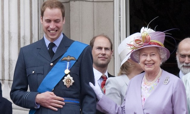 """Harry nói anh trai mình """"bị mắc kẹt"""" ở Hoàng gia, nhưng William vừa được phong tước vị mới ảnh 1"""