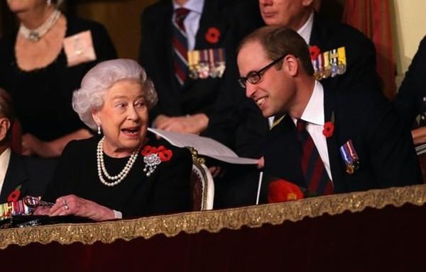 """Harry nói anh trai mình """"bị mắc kẹt"""" ở Hoàng gia, nhưng William vừa được phong tước vị mới ảnh 2"""