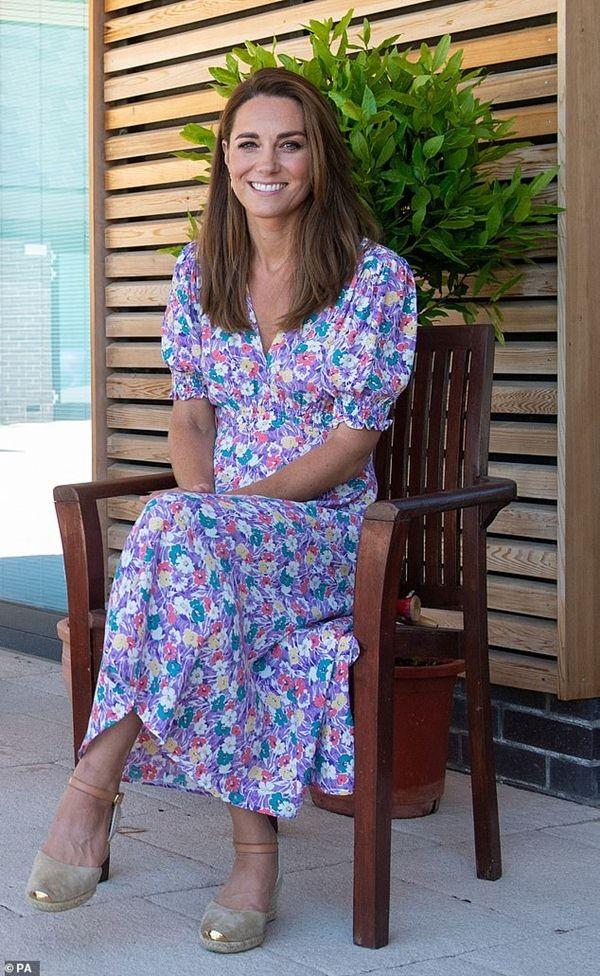 Hiệu ứng Kate: Kate hay dùng túi của nhà thiết kế gốc Á, khiến túi bán được nhiều gấp đôi ảnh 4