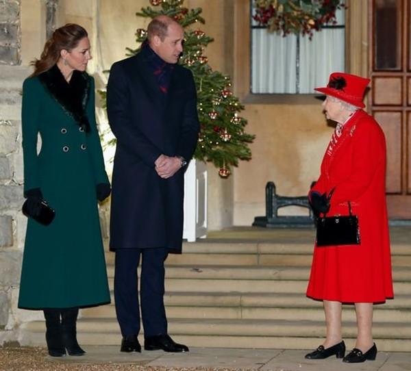 """Harry nói anh trai mình """"bị mắc kẹt"""" ở Hoàng gia, nhưng William vừa được phong tước vị mới ảnh 3"""