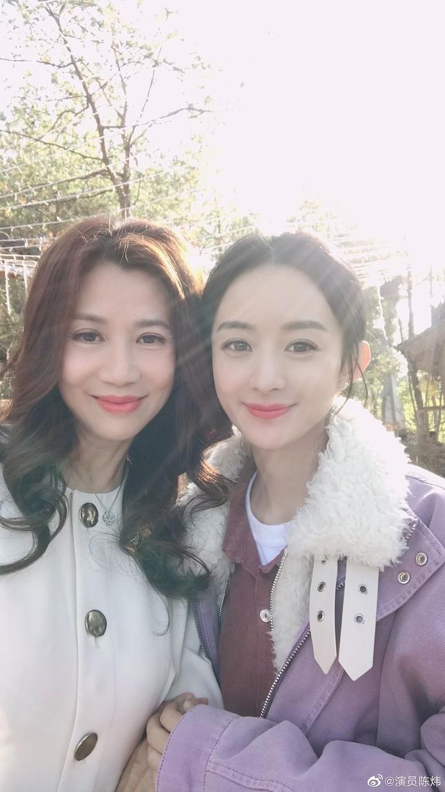 """Sau tất cả, netizen tin rằng nhân vật thôn nữ mới là """"chân ái"""" của Triệu Lệ Dĩnh ảnh 4"""