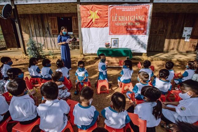 Bộ ảnh đẹp về hành trình thắp sáng ước mơ đến trường của các em nhỏ vùng cao ảnh 5