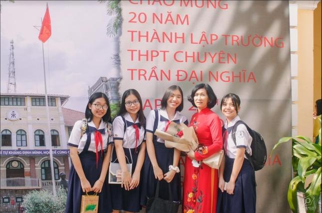 """Ngày 20/11 ở TP.HCM: Cựu học sinh Trần Chuyên tề tựu, Phong Lê hashtag """"Tri ân thầy cô"""" ảnh 4"""