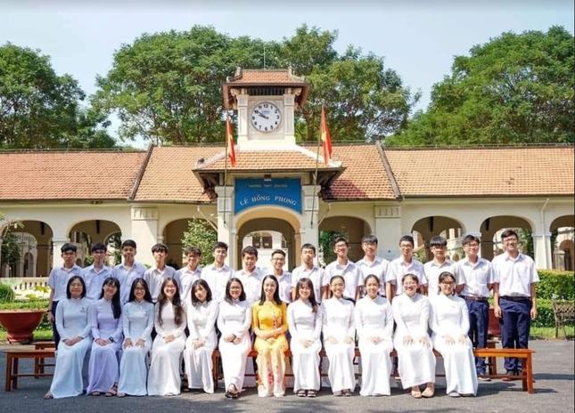 """Ngày 20/11 ở TP.HCM: Cựu học sinh Trần Chuyên tề tựu, Phong Lê hashtag """"Tri ân thầy cô"""" ảnh 3"""