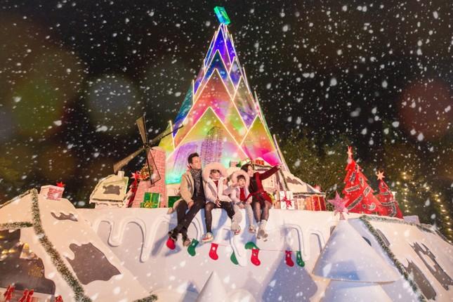 """Hà Nội: Bạn đã kịp check-in cùng """"cây măng Noel"""" đẹp như ở trời Âu chưa? ảnh 2"""