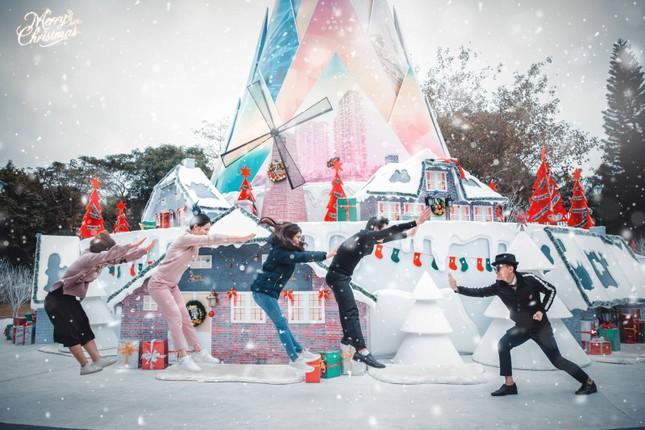 """Hà Nội: Bạn đã kịp check-in cùng """"cây măng Noel"""" đẹp như ở trời Âu chưa? ảnh 6"""