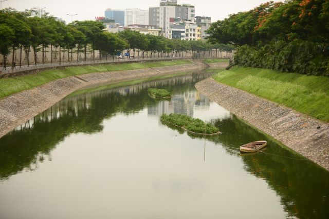 Nước Hồ Tây... cuốn trôi kết quả thí nghiệm công nghệ Nhật ở sông Tô Lịch ảnh 1