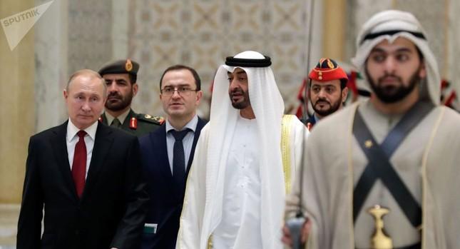 Ông Putin tặng chim ưng quý cho Thái tử UAE và nhận lại món quà bất ngờ ảnh 2