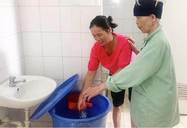 Thiếu nước sạch, bệnh viện cho bệnh nhân nhẹ về nhà ảnh 1