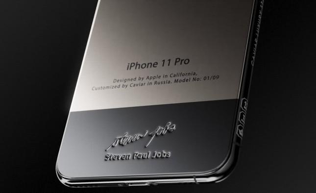 """Caviar ra mắt iPhone 11 chế tác từ áo """"cổ rùa"""" huyền thoại của Steve Jobs ảnh 2"""