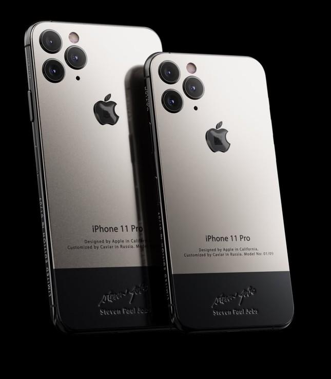 """Caviar ra mắt iPhone 11 chế tác từ áo """"cổ rùa"""" huyền thoại của Steve Jobs ảnh 1"""