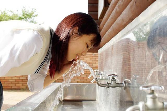 Quy trình xử lý nước ở Nhật Bản: Bất ngờ nước đóng chai từ vòi sinh hoạt ảnh 2