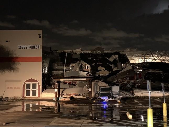 Lốc xoáy bất ngờ ập đến trong đêm, Texas tan hoang ảnh 1