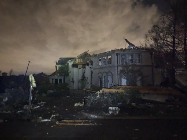Lốc xoáy bất ngờ ập đến trong đêm, Texas tan hoang ảnh 5