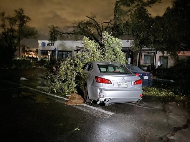 Lốc xoáy bất ngờ ập đến trong đêm, Texas tan hoang ảnh 4