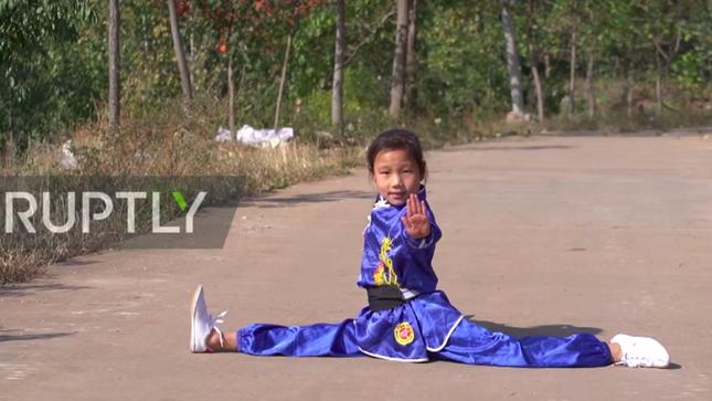 Cô bé 9 tuổi trổ tài kungfu điêu luyện như võ sư ảnh 1