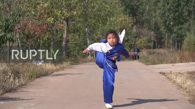 Cô bé 9 tuổi trổ tài kungfu điêu luyện như võ sư ảnh 2