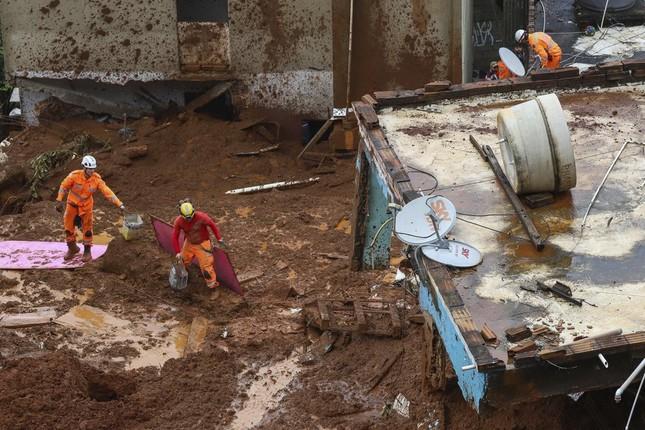 Lũ lụt càn quét Brazil, giết chết 64 người ảnh 1