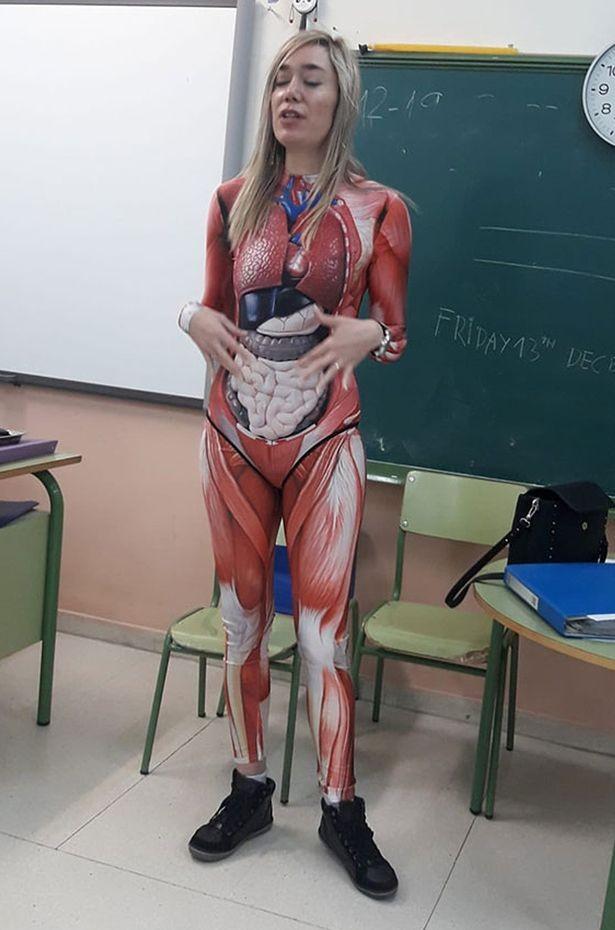 Giáo viên trẻ dùng chính cơ thể mình để dạy lớp giải phẫu ảnh 1