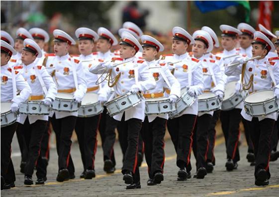 Những bóng hồng rạng rỡ trong lễ duyệt binh trên Quảng trường Đỏ ảnh 4