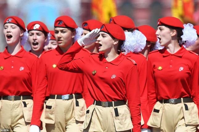 Những bóng hồng rạng rỡ trong lễ duyệt binh trên Quảng trường Đỏ ảnh 7