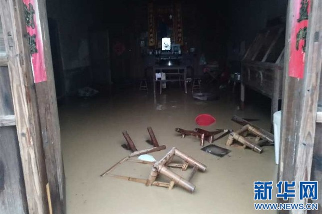 Mưa lũ kinh hoàng tàn phá Trung Quốc ảnh 5