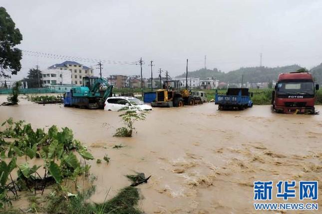 Mưa lũ kinh hoàng tàn phá Trung Quốc ảnh 7