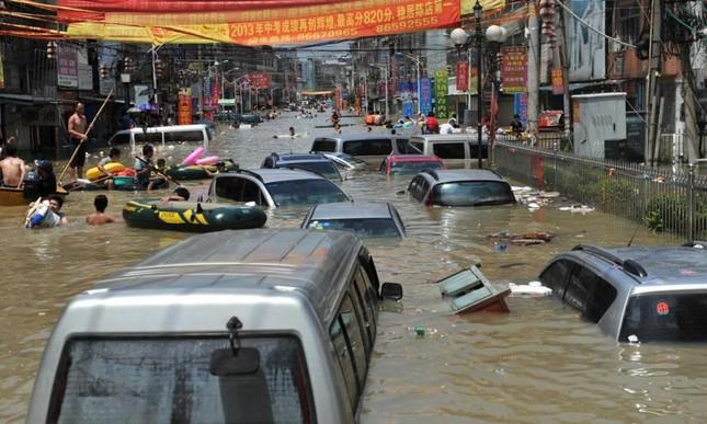 Mưa lũ kinh hoàng tàn phá Trung Quốc ảnh 10