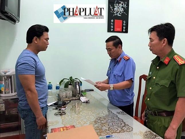 Đại úy công an bị khởi tố vì cho phạm nhân thuê điện thoại ảnh 1