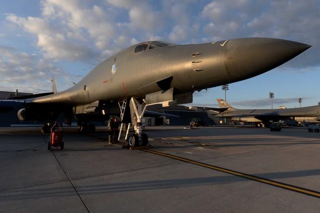 Nga vừa khoe kỷ lục bay của Tu-160, Mỹ dằn mặt bằng loạt kỷ lục 'khủng' hơn ảnh 1