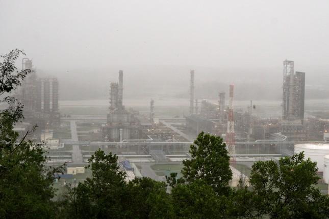 Các đơn vị thuộc Tập đoàn Dầu khí Việt Nam sẵn sàng sản xuất trở lại ngay sau bão số 9 ảnh 1