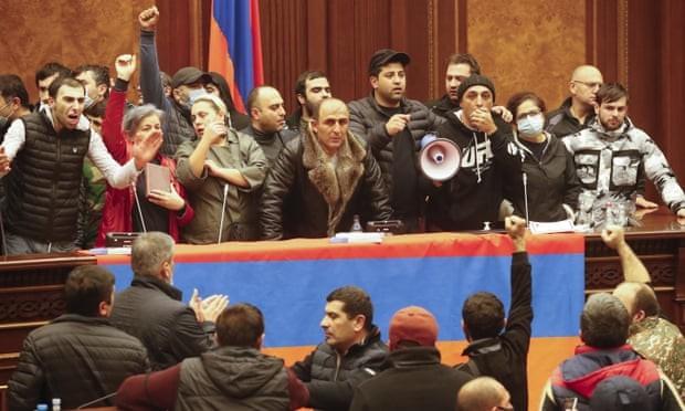 Bạo loạn nghiêm trọng ở Armenia phản đối thỏa thuận đình chiến với Azerbaijan ảnh 2