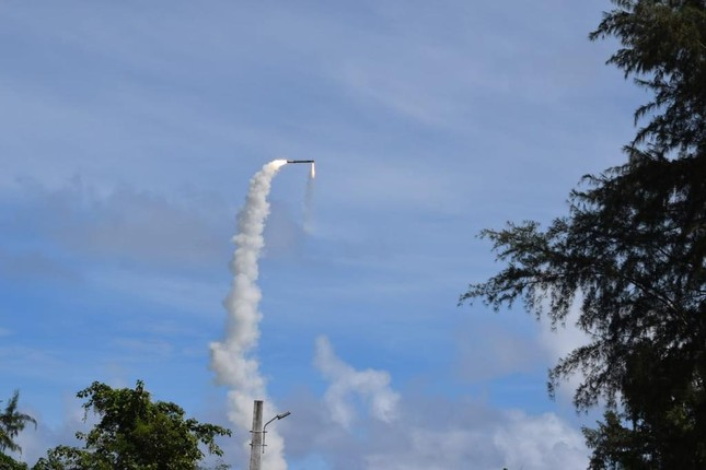 Ấn Độ khai hỏa hàng loạt tên lửa siêu thanh BrahMos ảnh 1