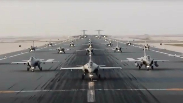 Qatar khoe sức mạnh không quân bằng cuộc diễn tập 'voi đi bộ' ảnh 1