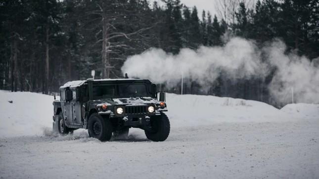 Xem lính thủy đánh bộ Mỹ tác chiến trên địa hình phủ tuyết ảnh 2