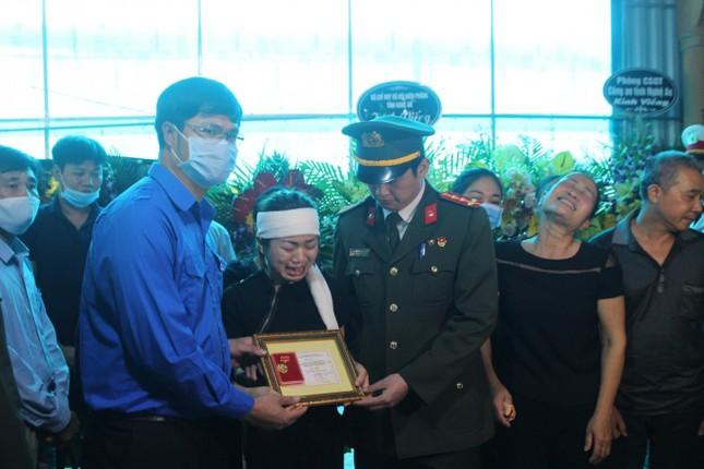 Những gương mặt được trao huy hiệu 'Tuổi trẻ dũng cảm' trong năm qua ảnh 7